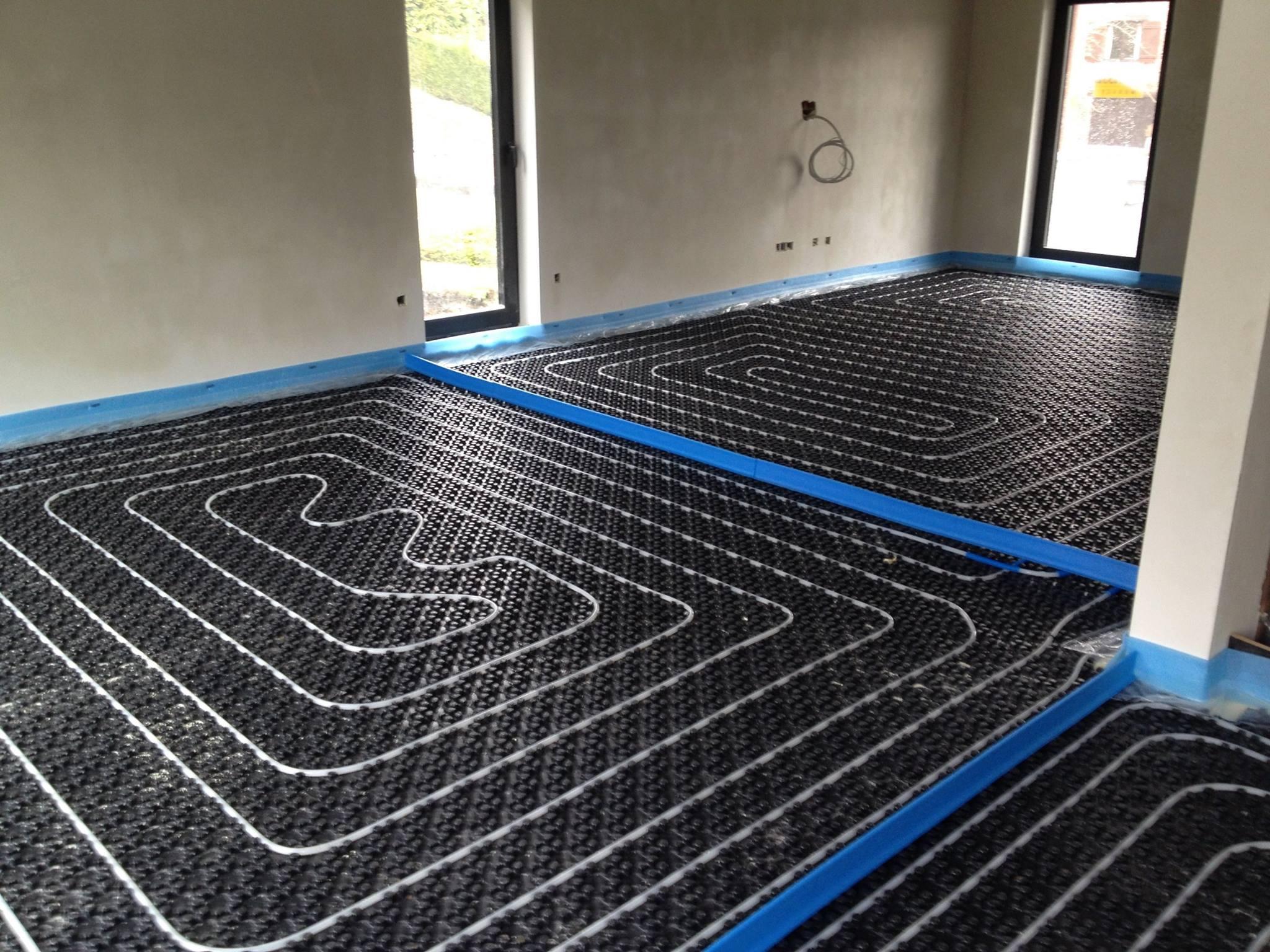chauffage par le sol top chauffage au sol eau chaude industriel with chauffage par le sol. Black Bedroom Furniture Sets. Home Design Ideas